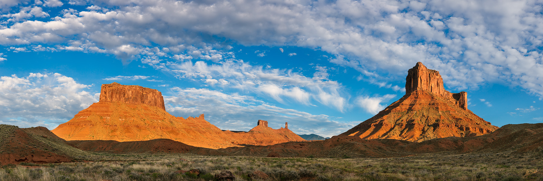 Castle Valley, Moab, Utah, UT, Pano, Panorama, Panoramic, Parriott Mesa, Castleton Tower, Priest and Nuns, Castle Rock, Moon, photo